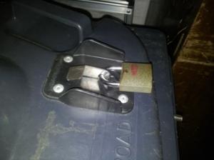 Padlocking-wheeley-bin